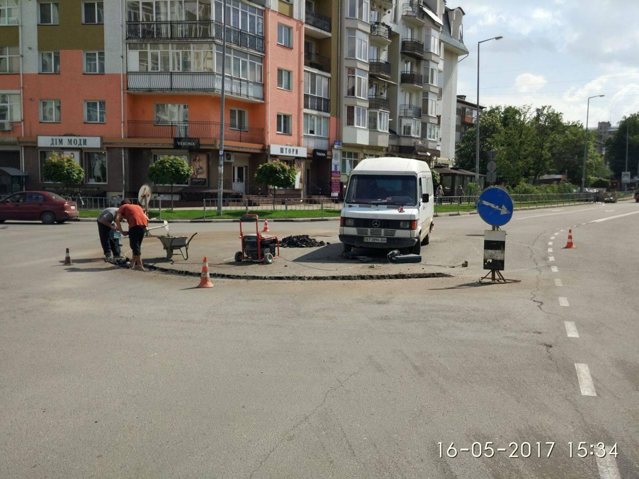 У Франківську облаштовують кільце на перетині вулиць Південний бульвар та Володимира Великого