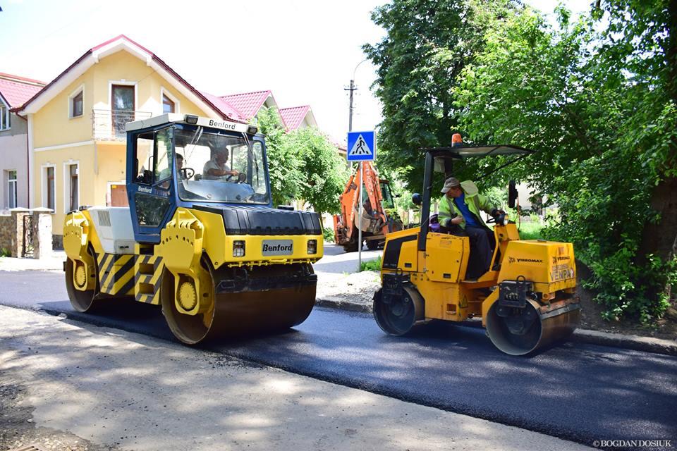 9 червня франківські комунальники взялися за асфальтування вулиці Марійки Підгірянки