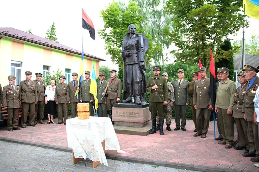 На Прикарпатті відзначили 110-річний ювілей генерал-хорунжого головнокомандувача УПА Романа Шухевича. Фото