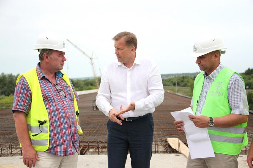 Олег Гончарук: У цьому році будівництво моста через річку Бистриця Солотвинська, що у Драгомирчанах, має бути завершене. Фото