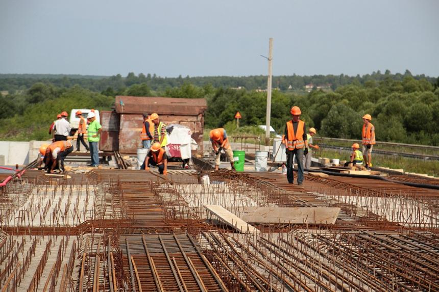 Олег Гончарук анонсував завершення будівництва мостового переходу через річку Бистриця Солотвинська в с. Драгомирчани вже до кінця вересня цього року