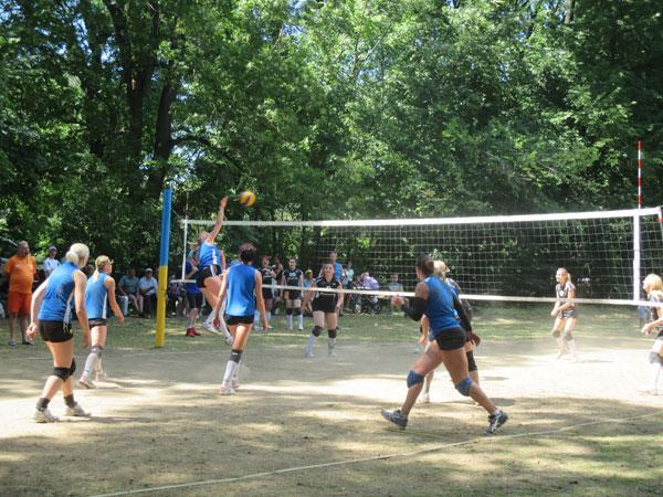 У Снятинському районі відбувся волейбольний турнір. Фото