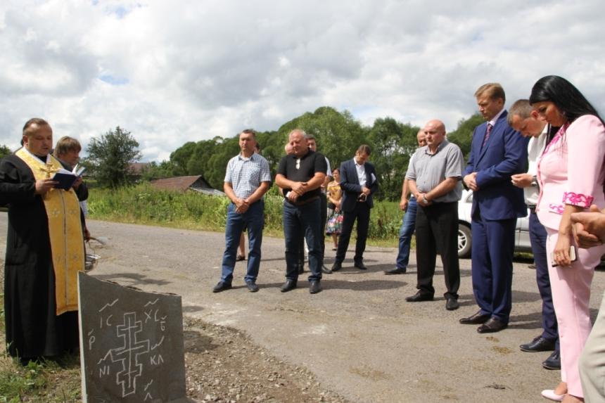 У селі Креховичі Рожнятівського району заклали камінь під капітальний ремонт мостового переходу через річку Сівка