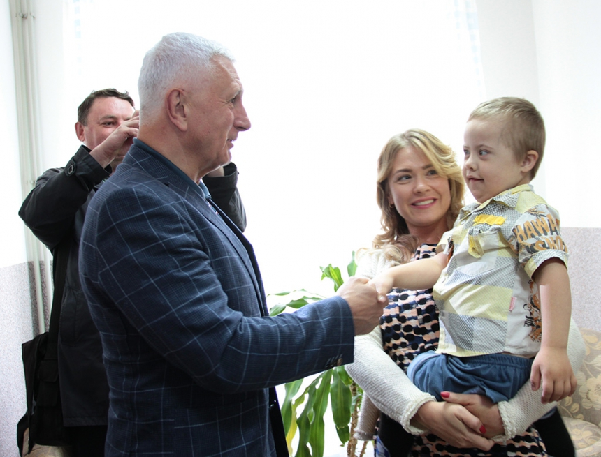 Завдяки проекту «Коло Добра» дитячий центр паліативної допомоги у Надвірній отримав реабілітаційне обладнання