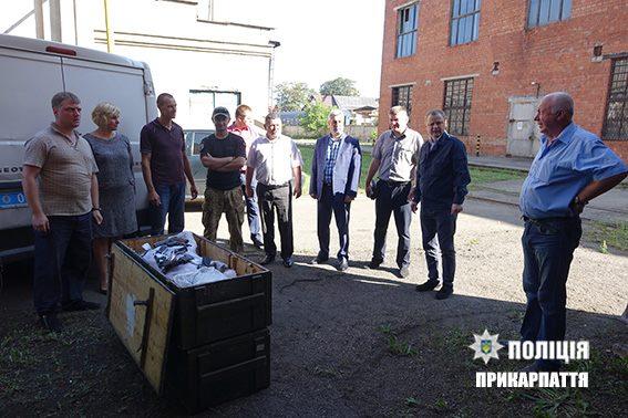 Прикарпатські правоохоронці знищили вогнепальну та холодну зброю, що була речовим доказом у розслідуваних кримінальних провадженнях, а також ту, яку добровільно здали громадяни