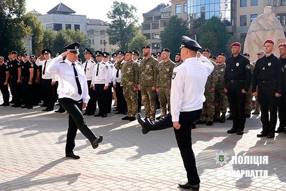 Прикарпатські поліцейські отримали 18 нових авто. Фото