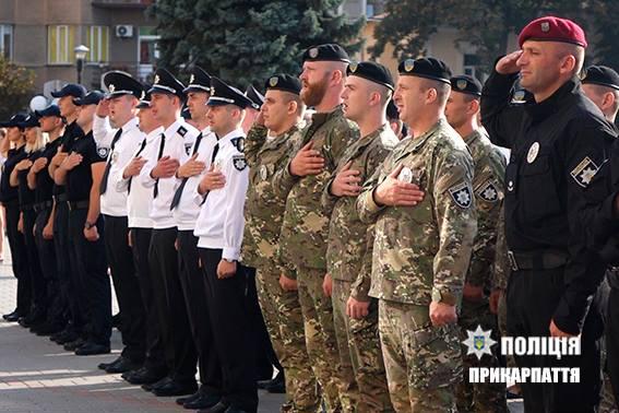 З нагоди відзначення другої річниці Національної поліції України відбулися урочистості на площі перед Івано-Франківською обласною адміністрацією