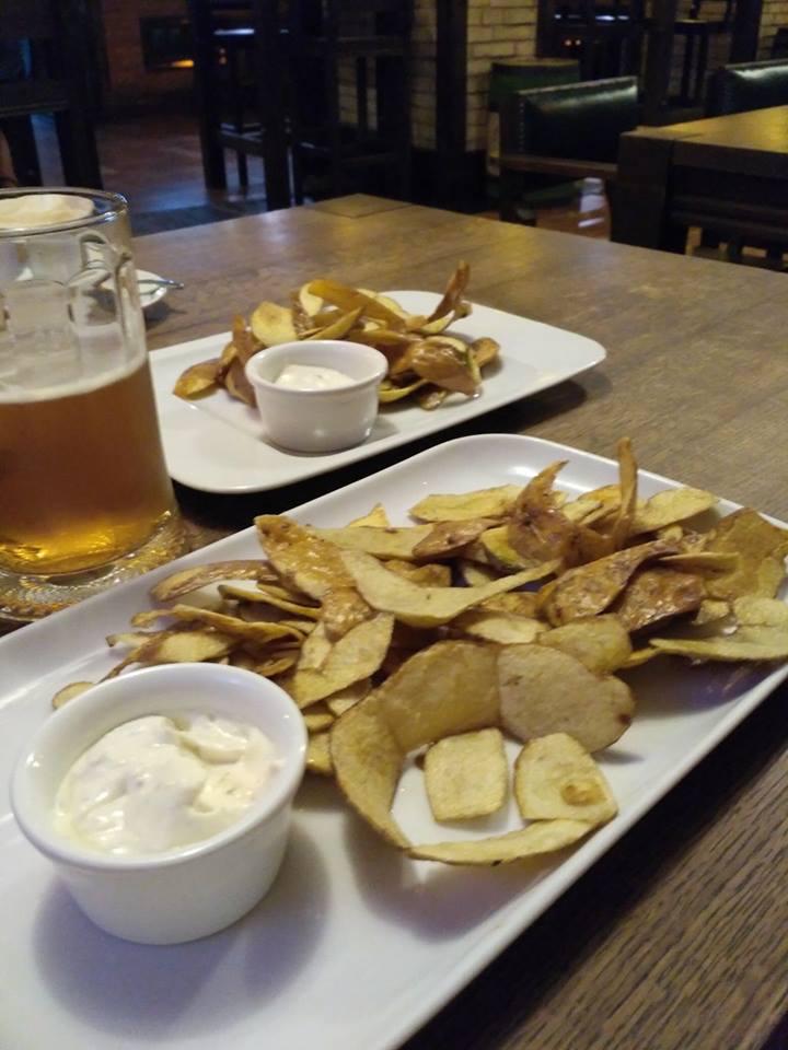 У франківському пабі лушпиння картоплі подають як бонус до пива