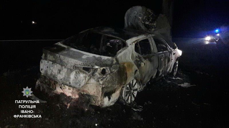 У Ямниці згорів автомобіль нетверезого водія, який тікав від патрульних. Фото